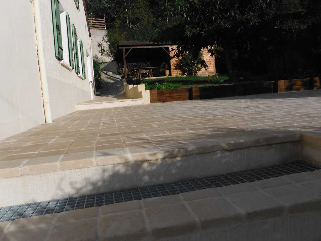 Terrasse pavée en espalier-02